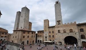 0015 002 300x176 Piazza del Duomo