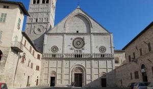 0018 03 300x176 Basílica de San Rufino em Assis
