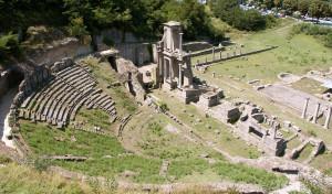 0029 002 300x176 Teatro Romano em Volterra