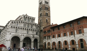 0037 004 300x176 Catedral de Lucca